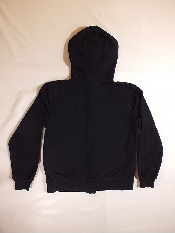 Juodas džemperis (10-12 metų)